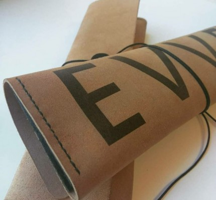 УФ-печать на кожаных чехлах